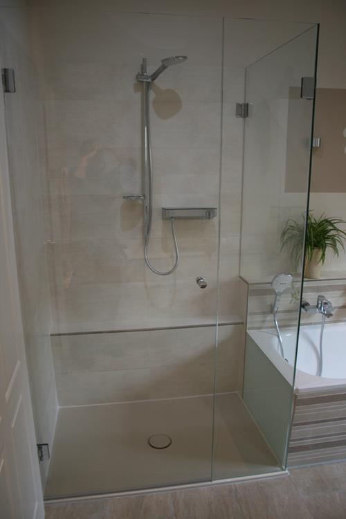 Dusche an Badewanne, Lackierung / Glas(t)raum